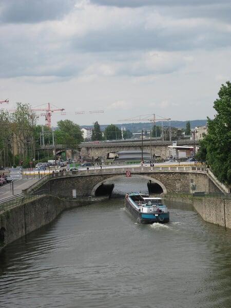 sur l'écluse du Pont de Flandre...pas loin d'Aubervillers IMG_1401